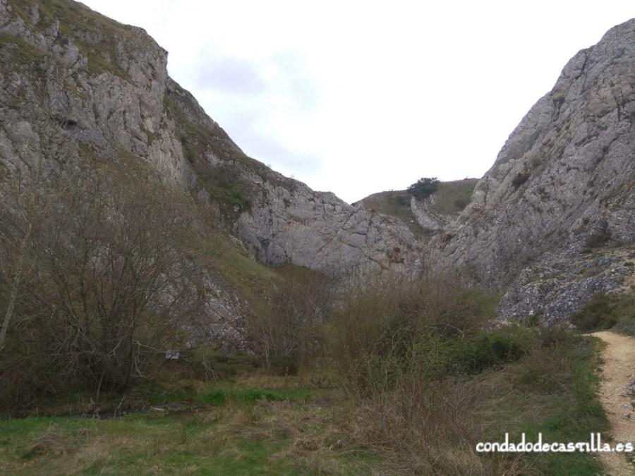 Desfiladero del río Oca con los castros de Somoro y La Pedrera a ambos lados
