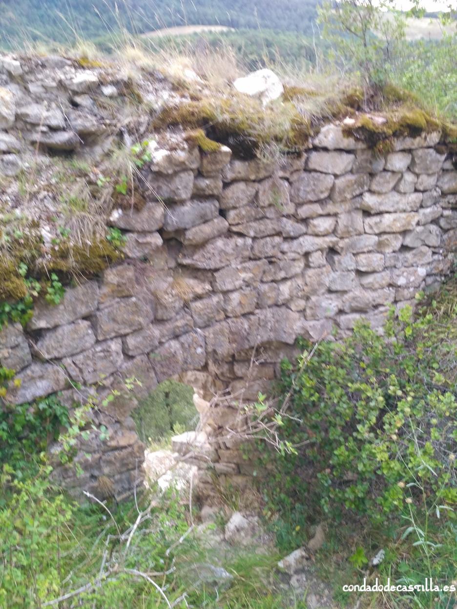 Puerta de acceso al castillo de Astúlez desde el interior