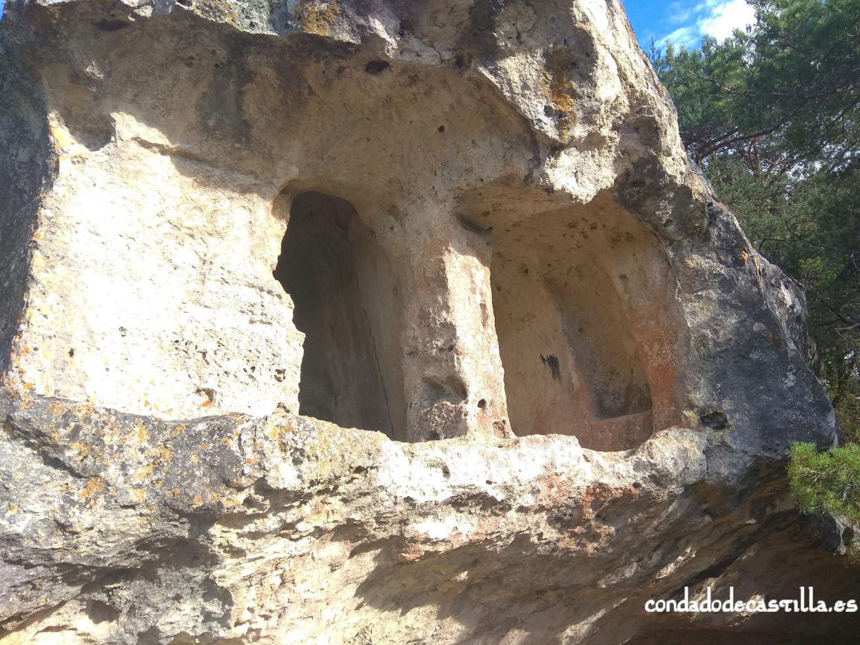 Planta superior, con dos estancias, de Cueva Santiago (Pinedo)