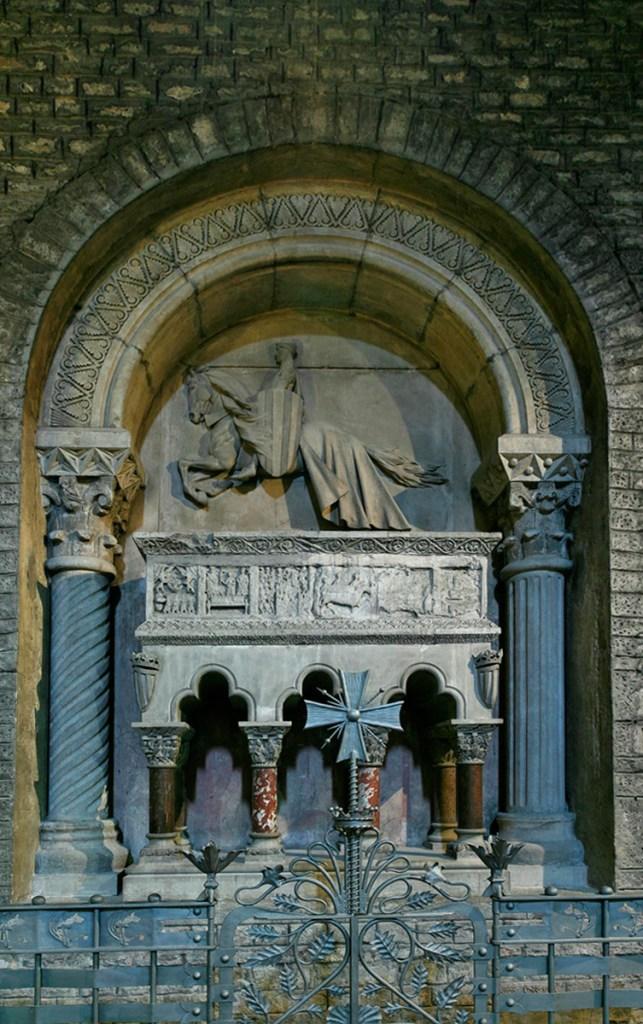 Sepulcro actual de Ramón Berenguer III en el monasterio de Ripoll, inaugurado en 1893. Incorpora partes de la tumba original