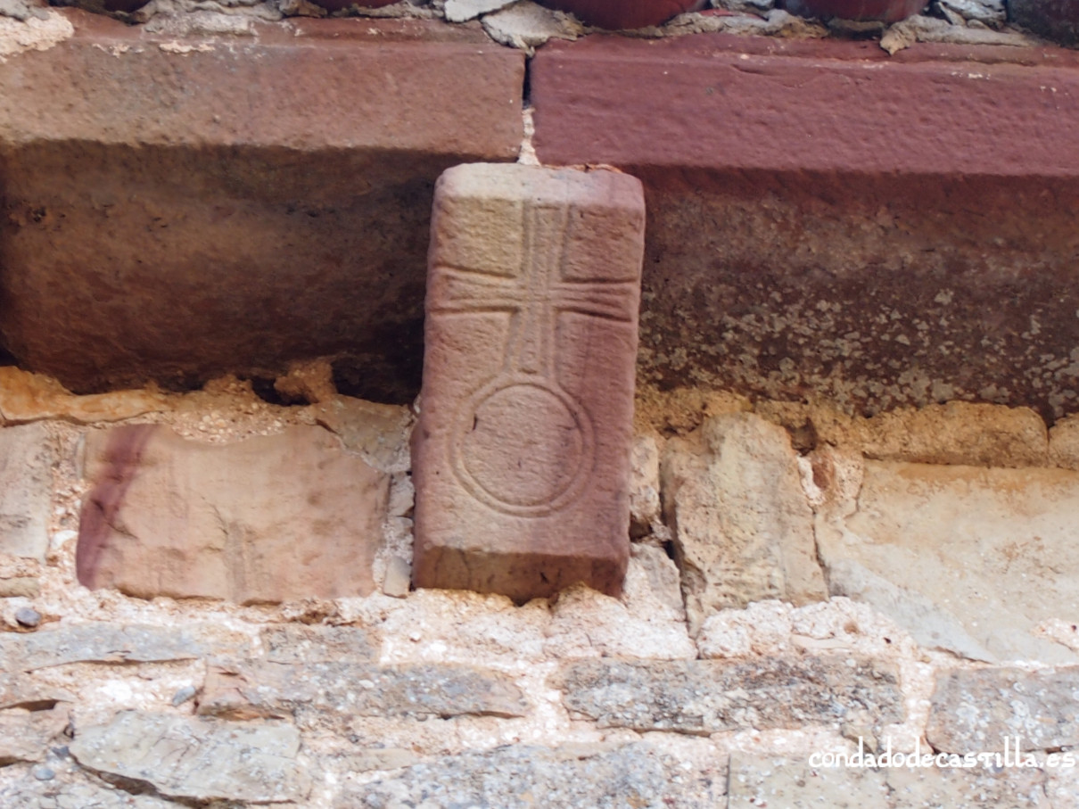 Canecillo con cruz patada sobre círculos. Ermita de la Virgen del Cerro, Cueva de Juarros