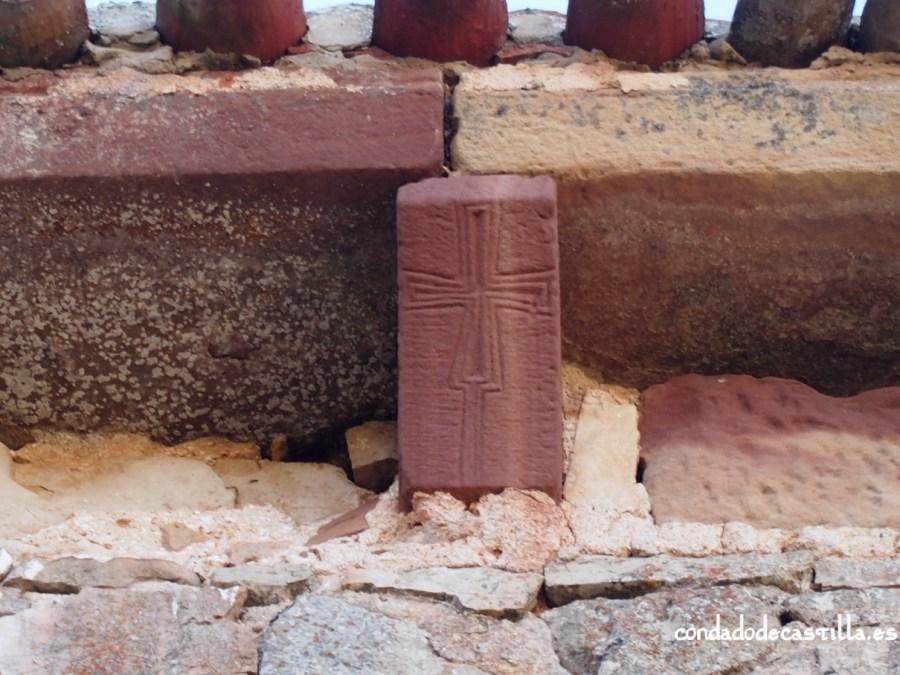 Canecillo con cruz patada. Ermita de la Virgen del Cerro, Cueva de Juarros