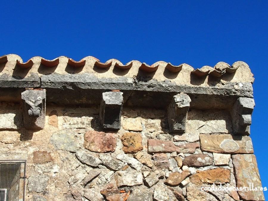 Canecillos muro meridional del ábside. Ermita de la Virgen del Cerro, Cueva de Juarros