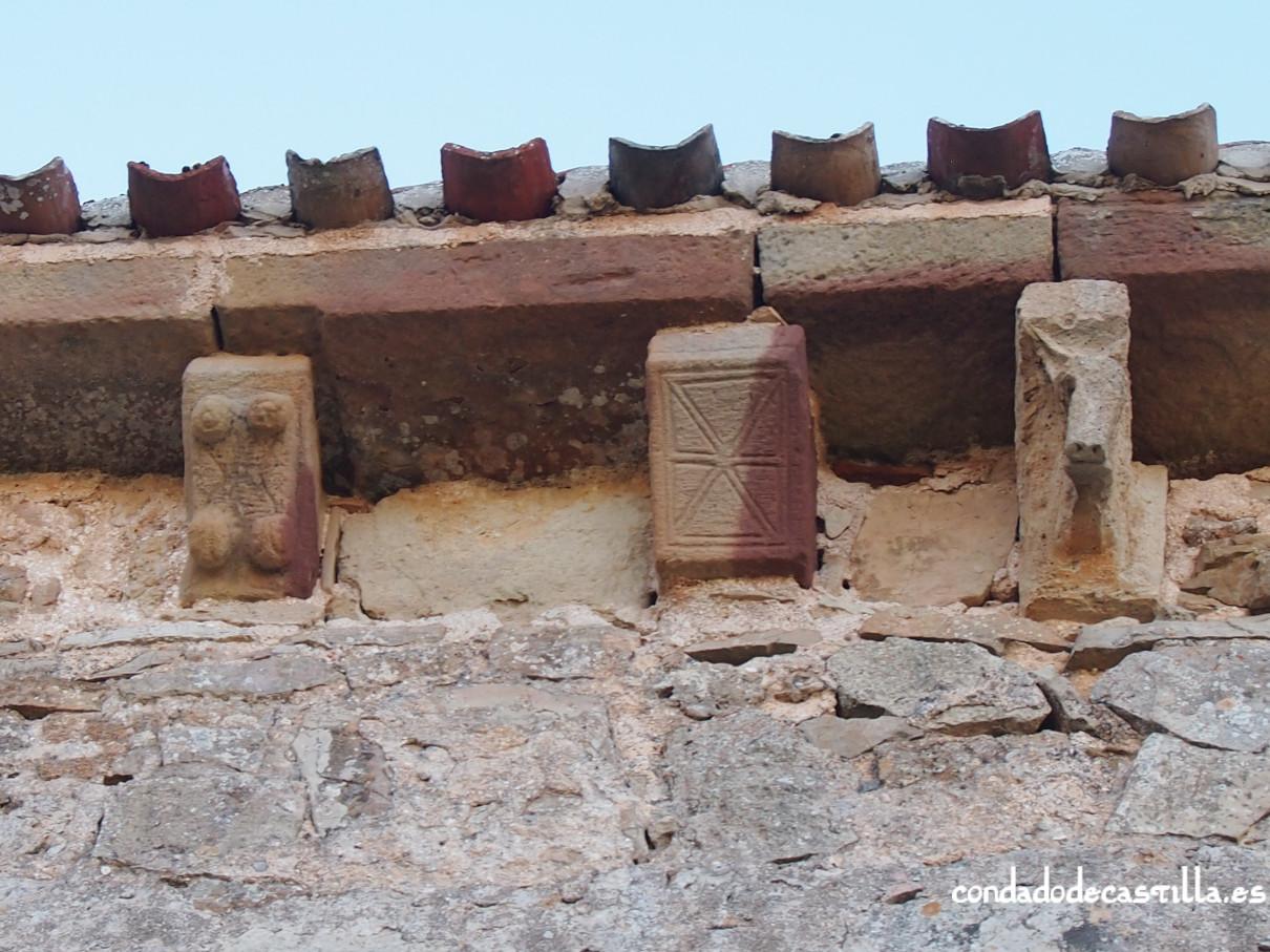 Canecillos muro norte. ermita de la Virgen del Cerro. Cueva de Juarros.