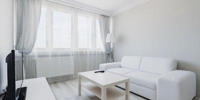 Firany i zasłony – sprawdzony pomysł na aranżację okna