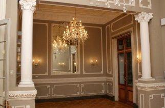 Die Eingangshalle der Casa Mönckeberg im Stadtzentrum von Santiago de Chile. Das Haus wurde 1906 errichtet.