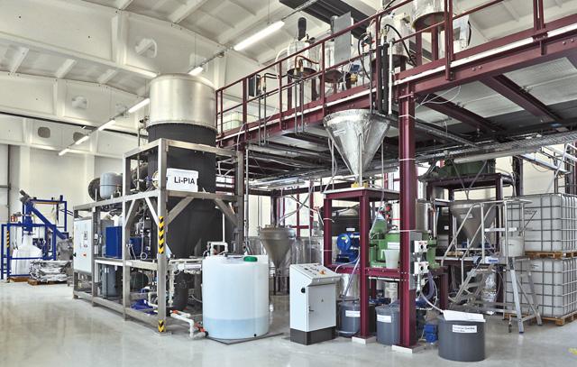 Planta piloto en la escuela técinca de K-UTEC para el procesamiento de materias primas, por ejemplo para carbonato de litio que se usa en baterías.