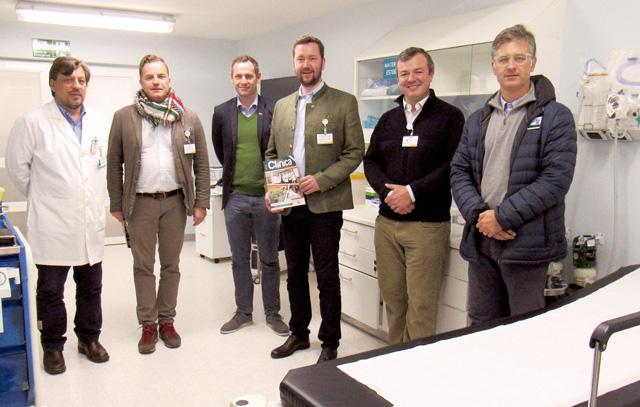 Österreichische Politiker der Partei FPÖ besuchen die deutsche Klinik von Osorno: Dr. Alejandro Vera Stange, Dr. Georg Mayer, Armin Sippel, Dietmar Holzfeind, René Fuchslocher Raddatz und Fernando Saieh Alonso.