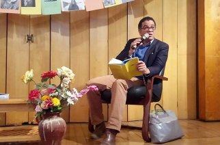 Der Literaturkritiker und Buchautor Ijoma Mangold liest an der Deutschen Schule Thomas Morus aus seinem Werk «Das deutsche Krokodil». Foto: Petra Wilken