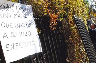 «Hier starb eine Mutter, die ihren kranken Sohn pflegte» In der Straße Loreley im Stadtteil La Reina wurde eine 63-Jährige bei einem Einbruch tödlich niedergestochen.