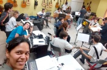 Tatiana Garrido con alumnos del Colegio Alemán Santiago