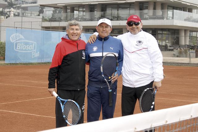 Juan Carlos González, Luis Cáceres und José Luis Cuadra sind seit 40 Jahren als Tennislehrer im Club Manquehue tätig. Foto: Arne Dettmann