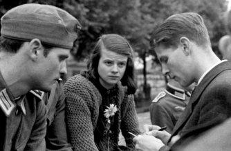 Die Geschwister Hans und Sophie Scholl sowie Christoph Probst 1942: Weitere Mitglieder der «Weißen Rose» waren Alexander Schmorell, Willi Graf sowie der Universitätsprofessor Kurt Huber.