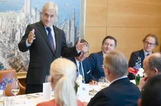Chiles Staatspräsident Sebastián Piñera war Ehrengast auf dem Lateinamerika Tag in Hamburg. Hier auf dem Foto während eines Besuches bei der Reederei Hapag Lloyd. Foto: Hapag Lloyd