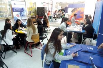 Feria de Empresas am Insalco: Die Gelegenheit für junge Menschen, Ausbildungsbetriebe kennen zu lernen.