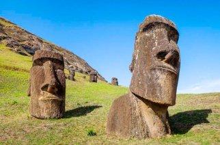 Moias auf der Osterinsel - Eine Skulptur in London und eine in La Serena sollen nun bald in ihre Heimat zurückkehren.