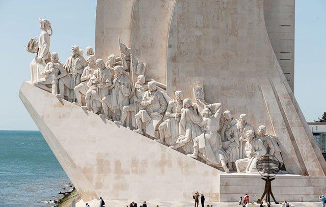 Portugal, Lissabon: Das Denkmal der Entdeckungen, das den großen portugiesischen Entdeckern, darunter Ferdinand Magellan, gewidmet ist. Foto: Luis Pavao/Padrão dos Descobrimentos/dpa