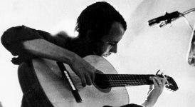 Silvio Rodríguez es un cantautor, guitarrista y poeta cubano, exponente característico de la música de su país surgida con la Revolución cubana, conocida como la Nueva Trova Cubana.