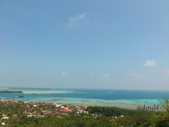 Karimunjawa dilihat dari atas bukit Joko Tuo