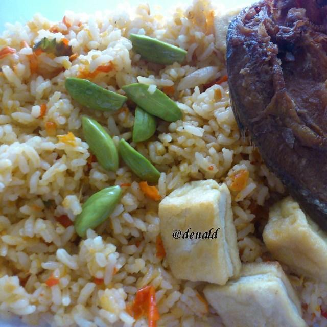 Nasi goreng pedas petai ikan asin. Iya, suami saya senang makan petai :)