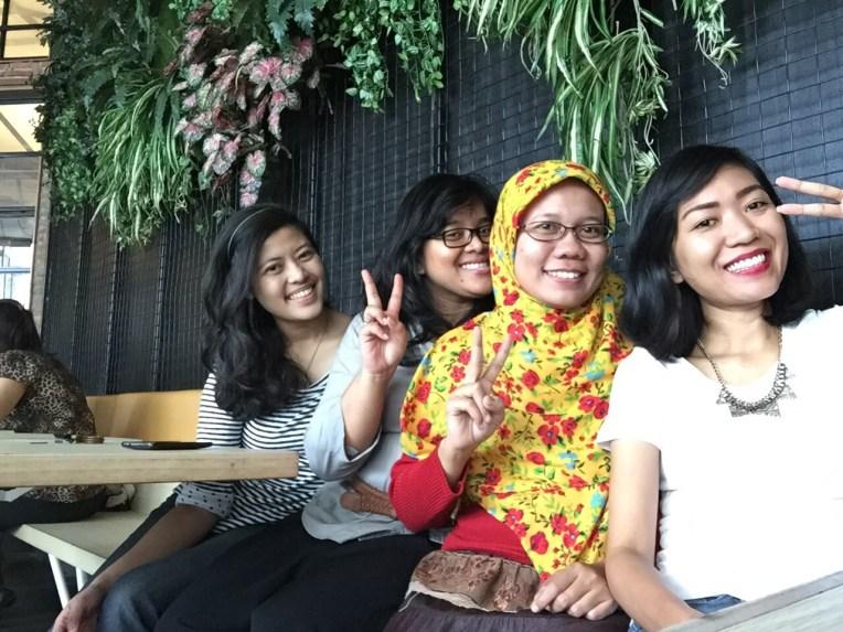 Makan siang sampai malam bersama teman-teman kerja sewaktu di Jakarta. 8 tahun pertemanan, dari awal berkarir sampai sekarang mereka sudah dijabatan Top Manajemen semua. Proud of you girls