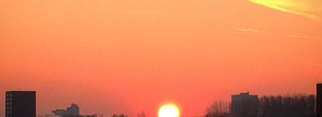 Sunset yang muncul disaat masih ada es dimana-mana. Lovely