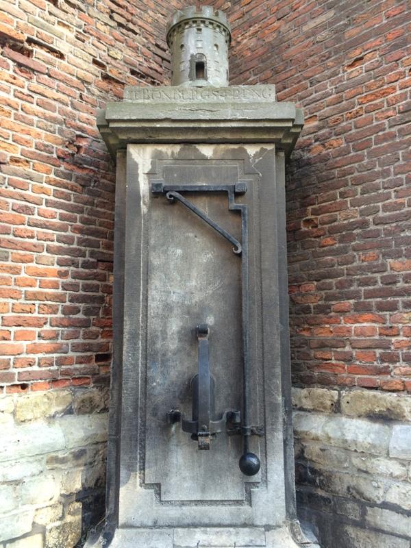 Menurut Suami, ini pompa air letaknya disamping Gereja