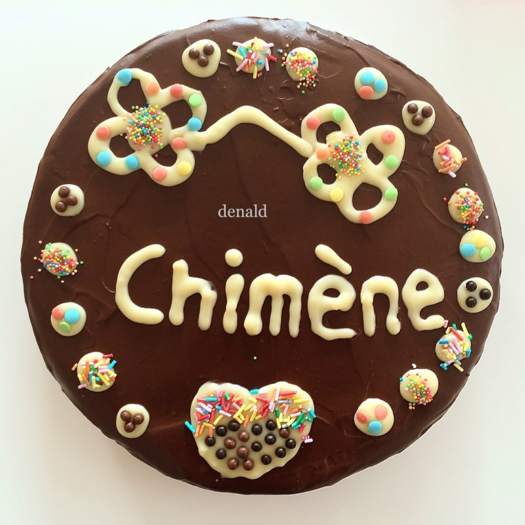 Kue Ulang Tahun pertama yang saya buat untuk keponakan berusia 9 tahun. Ini kali kedua membuat kue. Keponakan bahagia, dan kata tamu-tamu serta saudara kueya enak. Saya tentu saja bahagia :)