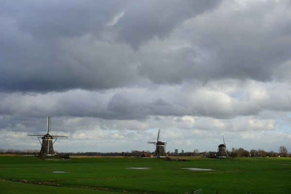 "Kata suami ""langitnya khas Belanda sekali, mendung gelap"""