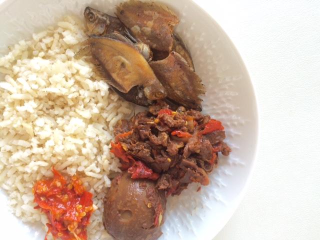 Gudeg, pindang telur, ikan asin, nasi coklat, sambel