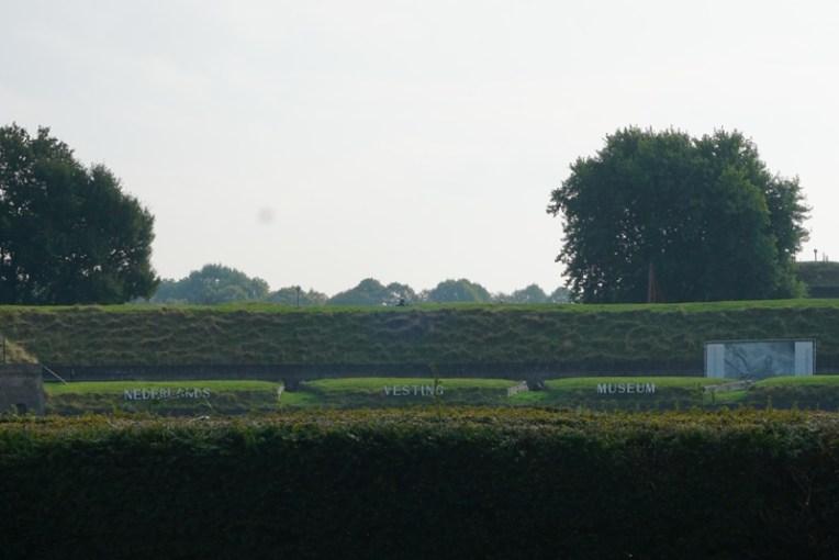 Jika ingin mengetahui sejarah tentang Naarden, bisa mengunjungi Nederlands Vesting Museum