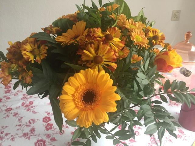 Buket bunga yang dikirim ke rumah