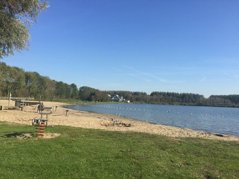Nongkrong di danau