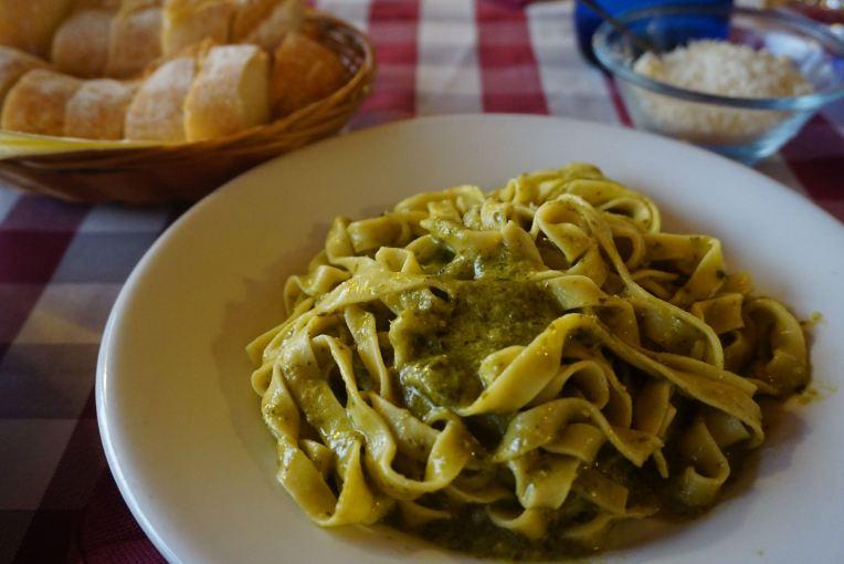 Jadi pengen liburan di Italia lagi kalau lihat foto makanan ini. Makan malam terakhir di penginapan. Buka puasa kala itu