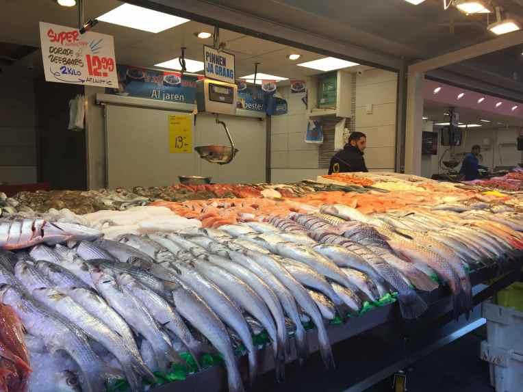De Haagse Markt - Den Haag - Belanda Stan ikan.