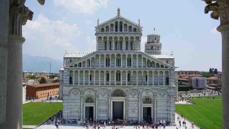 Cathedral Santa Maria Assunta dilihat dari Pisa Baptistery