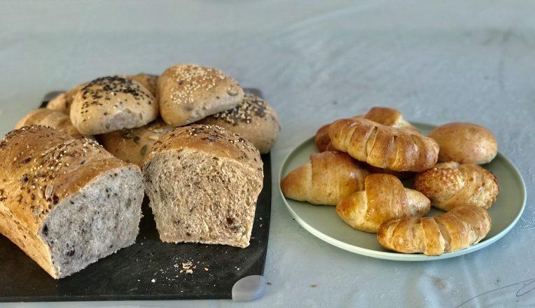 Salah satu roti buatan sendiri. Roti tawar dan roti isi