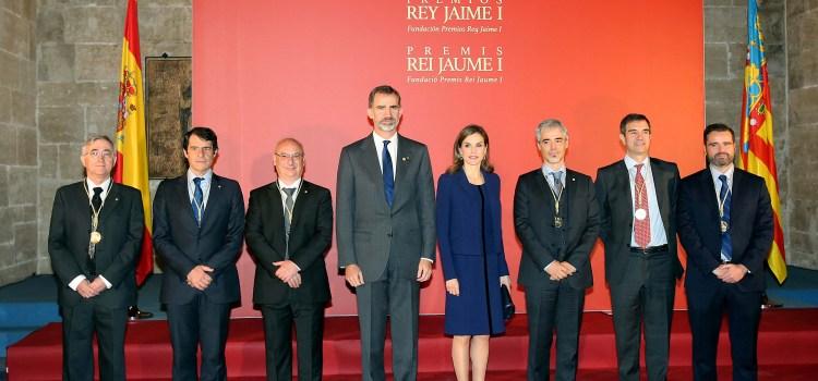 Los Reyes entregan el premio Rey Jaime I de 2016 al canalense Hermenegildo García