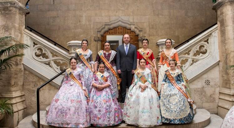 Les comissions de la Llosa de Ranes assisteixen a la tradicional recepció de la Diputació de València a les Falles