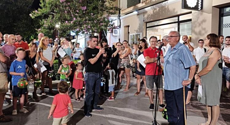 La XXI Edició de la Nit del Farolet a Canals congrega centenars de persones a l'Avinguda Vicente Ferri.