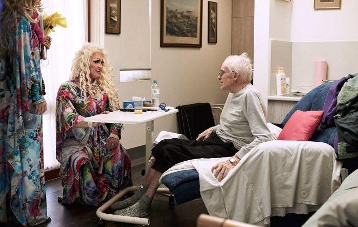 Resultado de imagem para Drag queens se mudam para asilo para alegrar a vida dos idosos