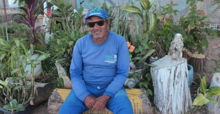 Gari resgata mudas de plantas descartadas e cria jardim comunitário