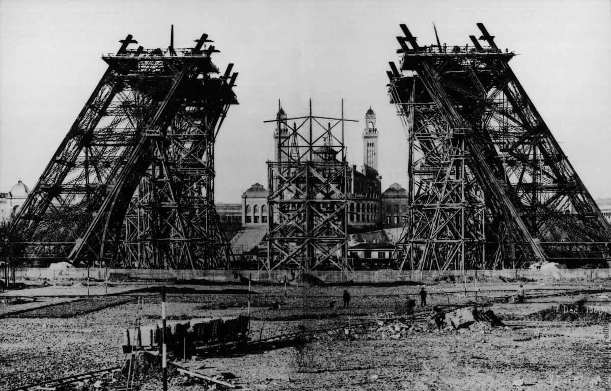 A Torre Eiffel Faz 130 Anos Em