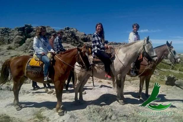 Trekking, cabalgatas e historias Sierra Adentro