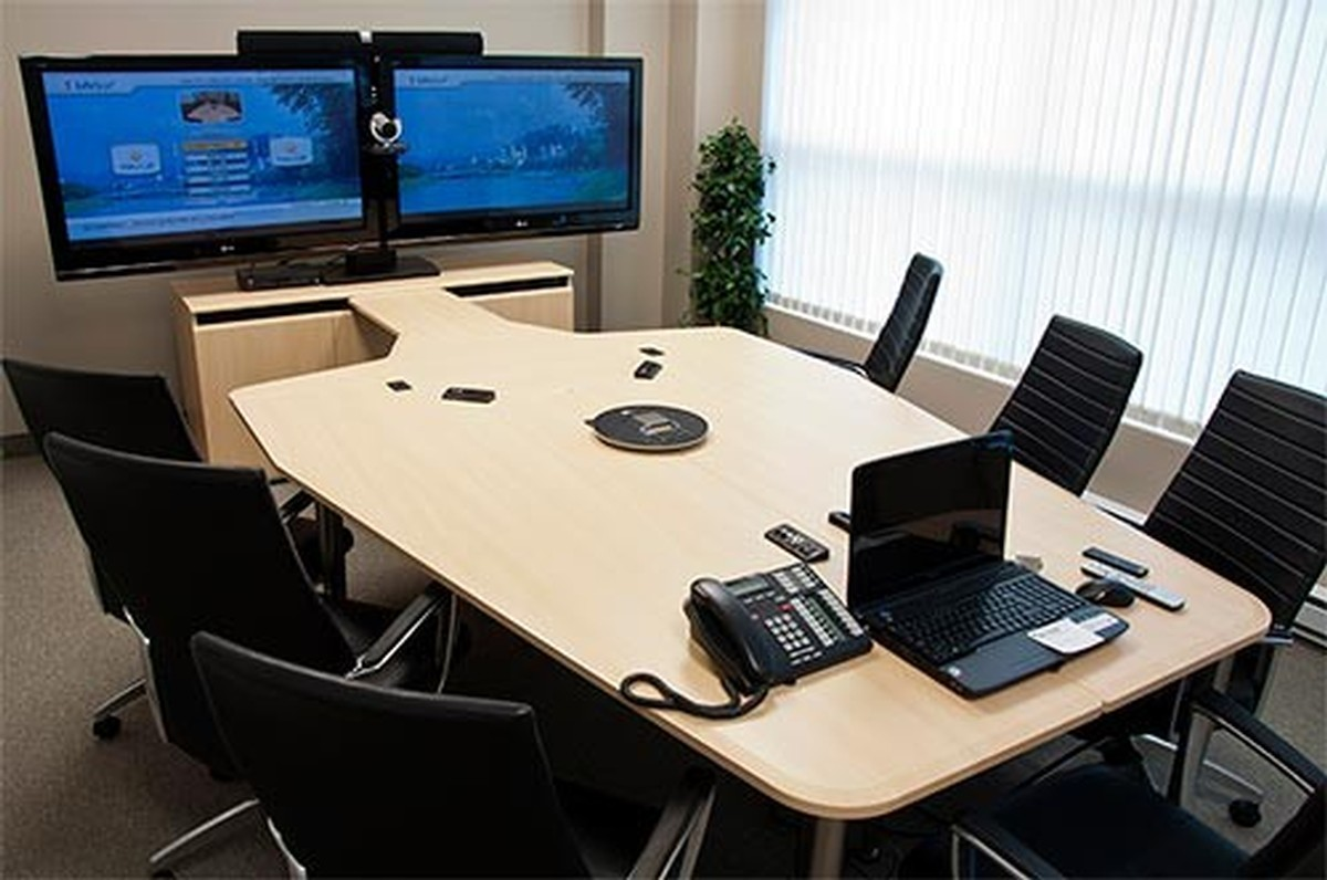 AVF VCTABLEC Video Conferencing Table wRack Sits 7 to