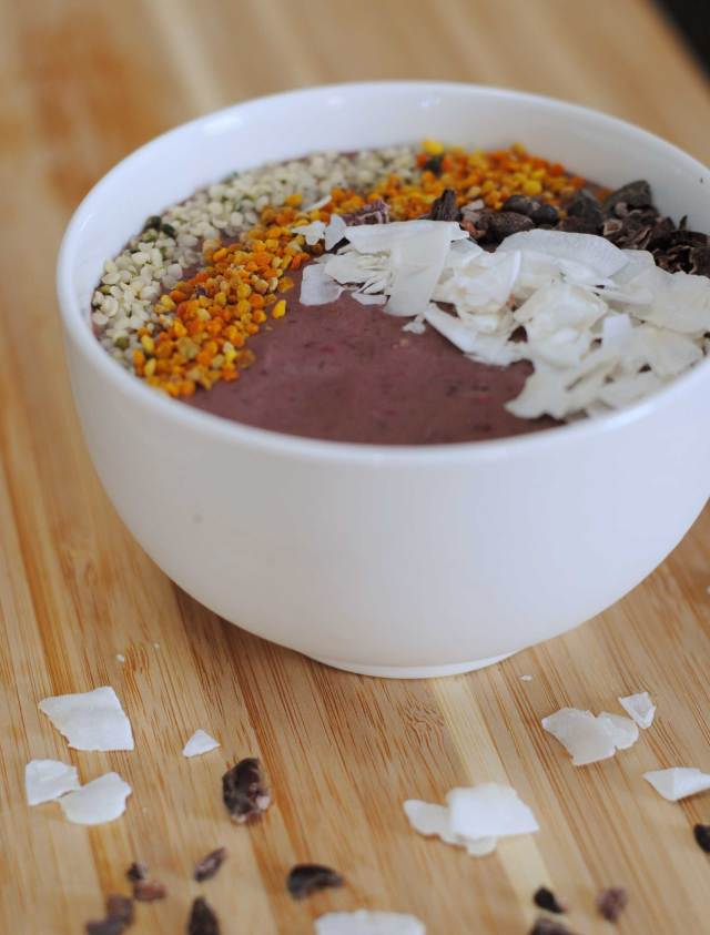 Peanut Butter Berry Smoothie Bowl | Confessions of a Midnight Baker