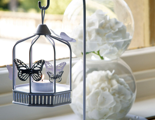 Hanging table lantern centrepiece | Confetti.co.uk