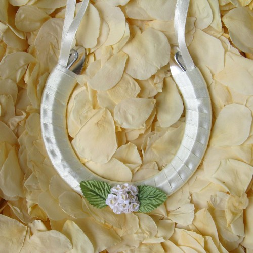wedding horseshoe daisies