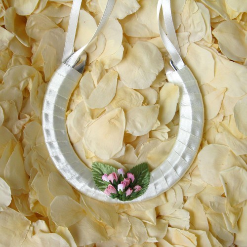 wedding horseshoe pink rosebuds
