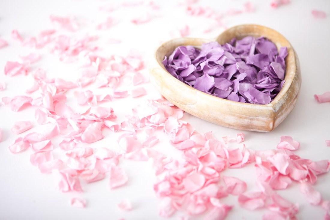 Flower petals - wedding aisles and petal pathways: Coloured Rose Petals